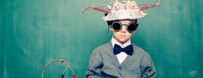 Als Erfinder verkleidetes Kind